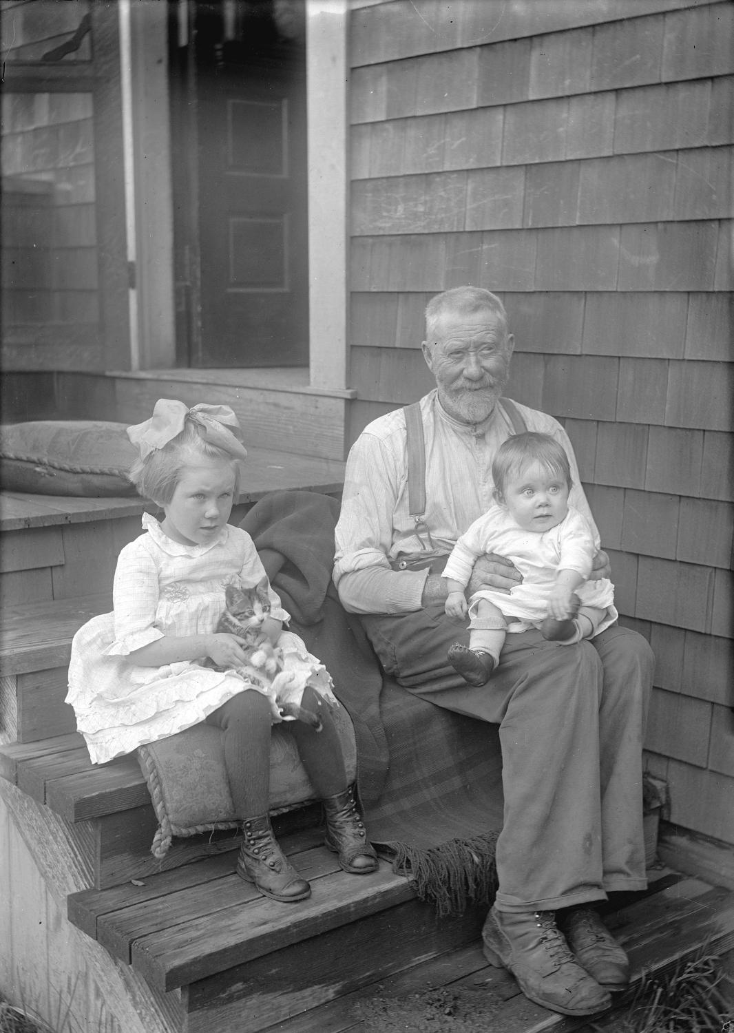 Man with baby, girl and cat, 1921. Reference code AM336-S3-1-: CVA 677-1061