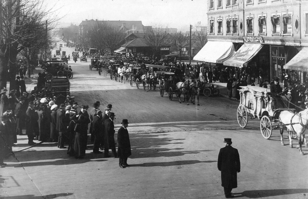 Funeral procession for Pauline Johnson, on Georgia Street near Granville Street, Vancouver, March 10, 1913. Reference code AM54-S4-: Port P1422