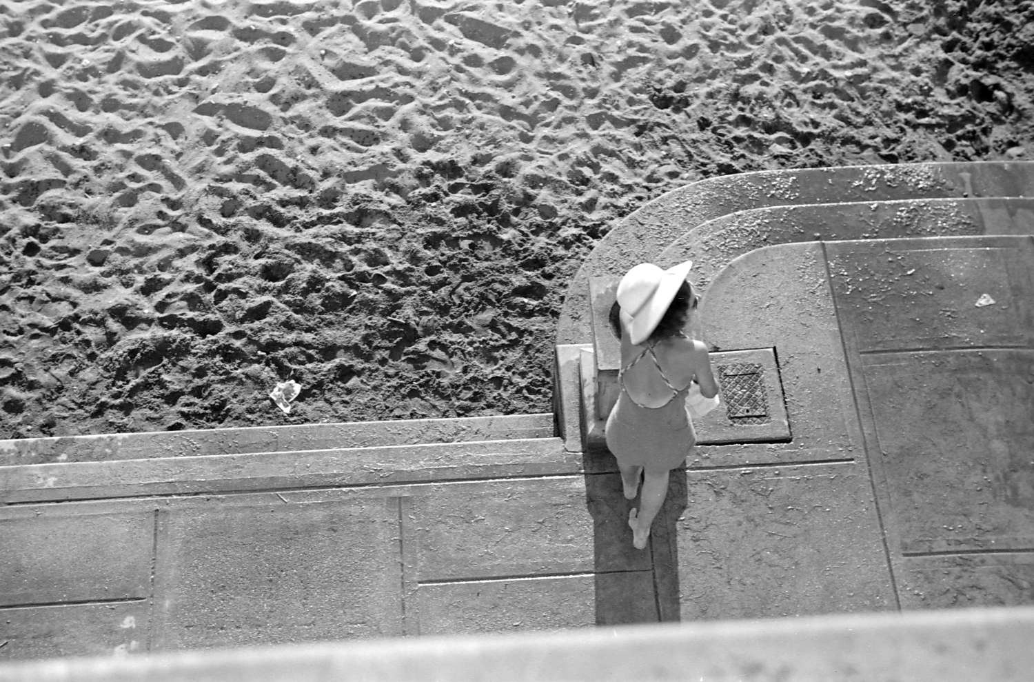 Woman at drinking fountain at the beach, 1937. Reference code AM640-: CVA 260-670.