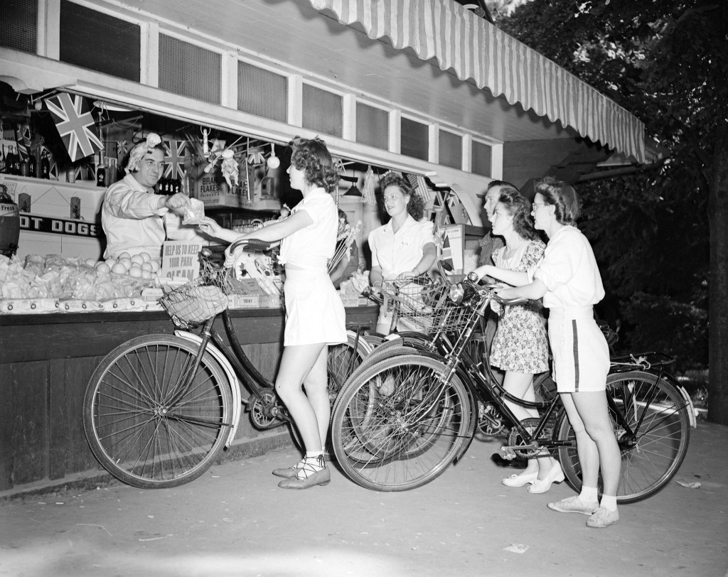 Canadian Youth Hostel bike hike at concession stand, July 1943. Donn B.A. Williams, Don Coltman, photographers. Reference code: AM1545-S3-: CVA 586-1339