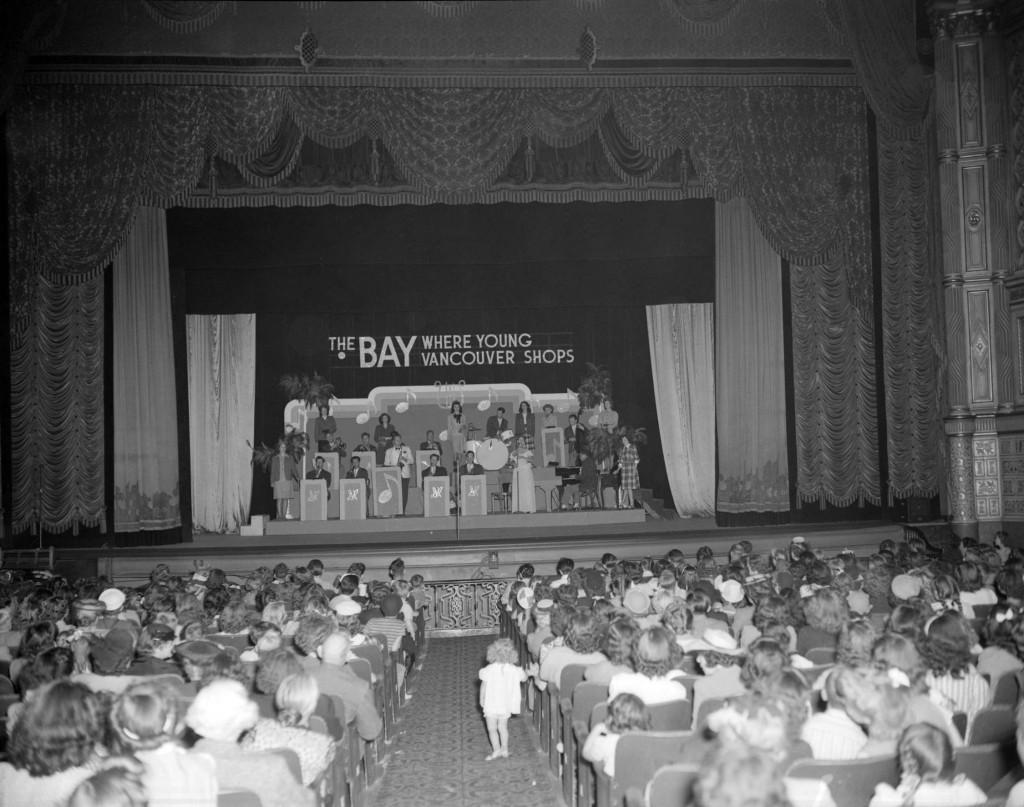 Dal Richards' band at a fashion show, 1940s. Reference code AM1184-S1-: CVA 1184-2213. Photographer Jack Lindsay.