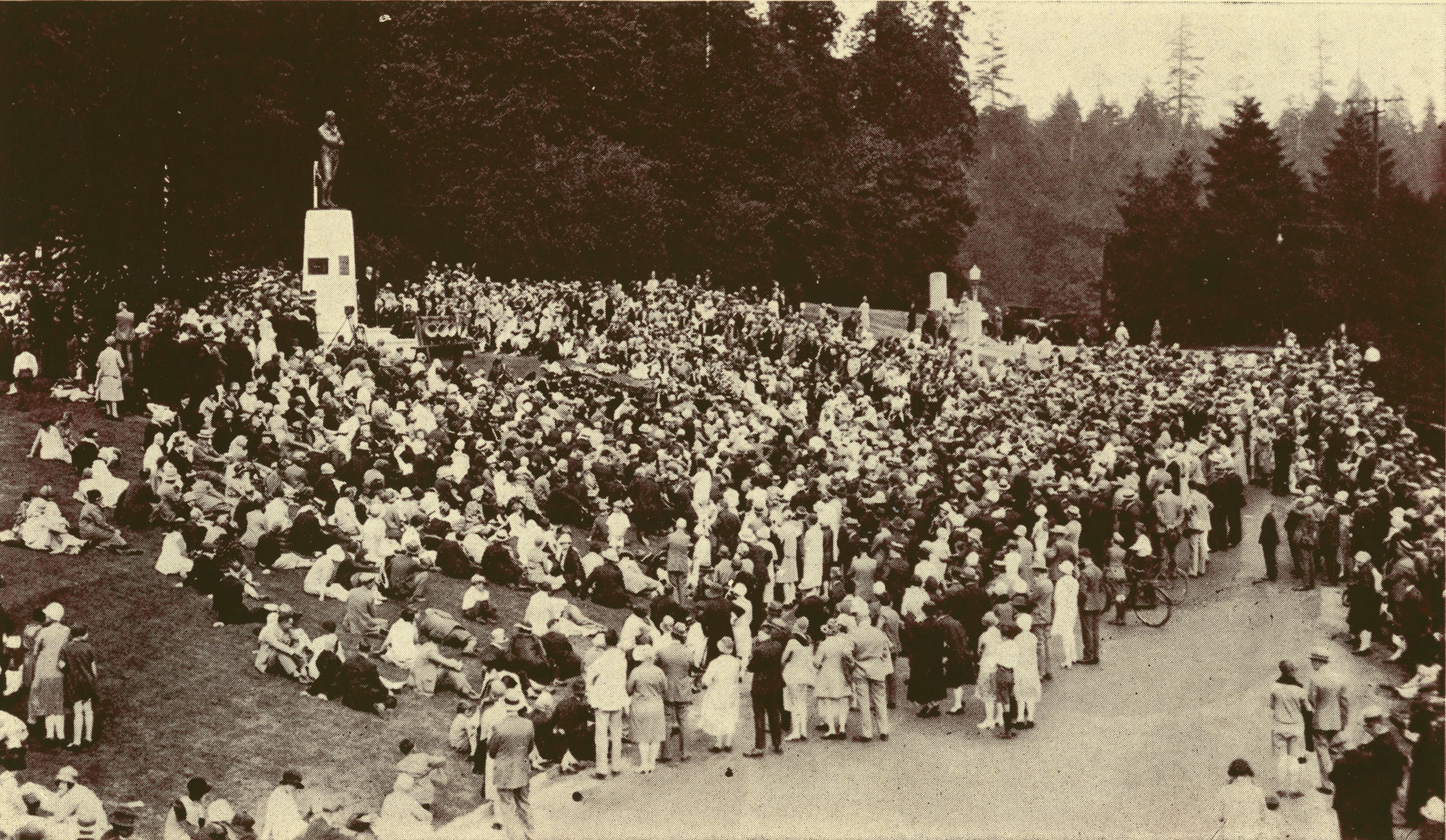 "A portion of the crowd at the unveiling, August 25, 1928. Page 23 of ""Vancouver's Tribute to Burns"", 1928, reference code PR 4331 R24."
