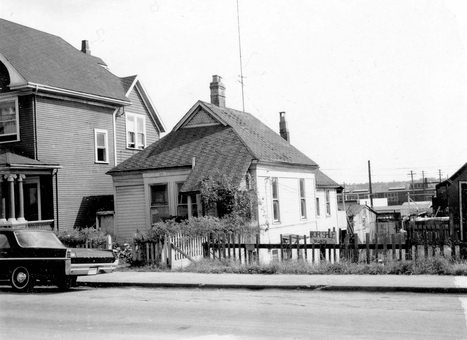 264 Union Street, front, 1969. Photograph also shows part of 268 Union Street. Reference code COV-S168-: CVA 203-49