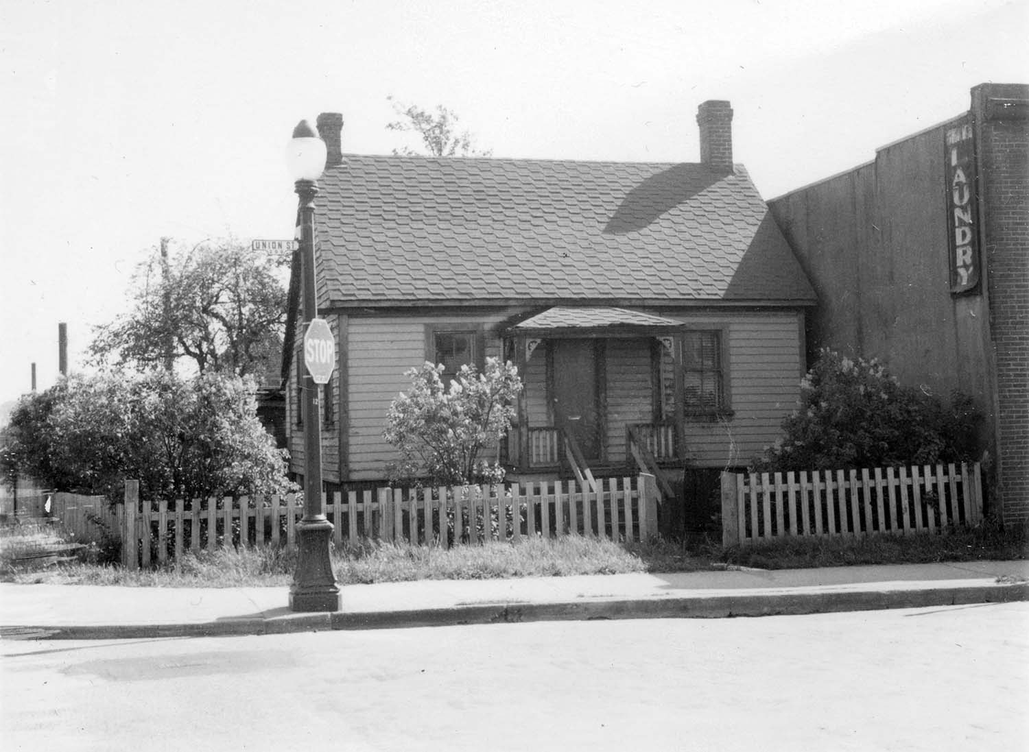 278 Union Street and 809 Gore Avenue, 1972. Photograph shows the house at 278 Union Street beside the Union Laundry building. Reference code COV-S168-: CVA 203-68