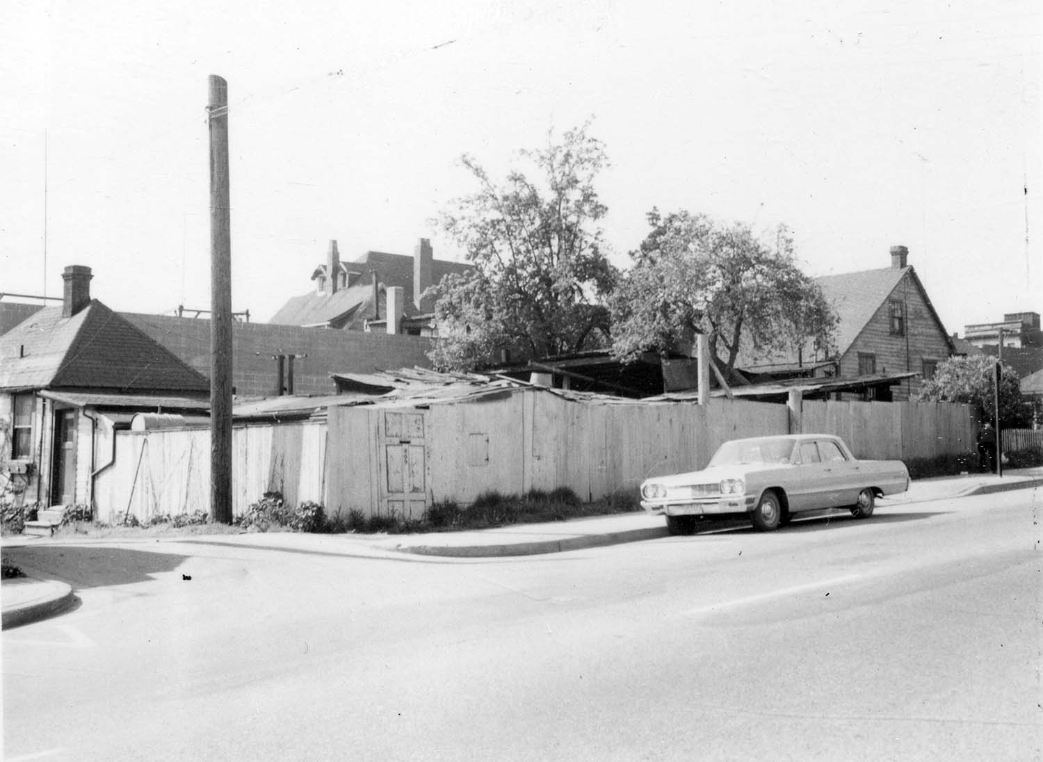 Houses at 278 Union Street and 809 Gore Avenue, 1972. Reference code COV-S168-: CVA 203-69