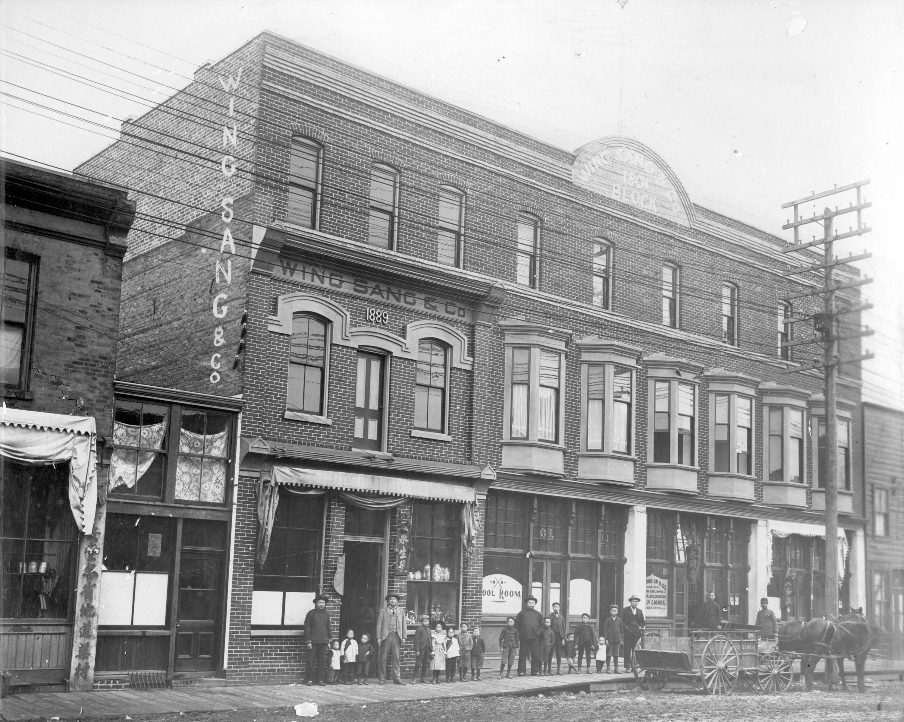 Wing Sang building, ca. 1901-07. Photographer unknown. City of Vancouver Archives CVA 689-54 永生號大樓, 攝於約1901-1907年間。温哥華檔案館相片編號﹕CVA 689-54