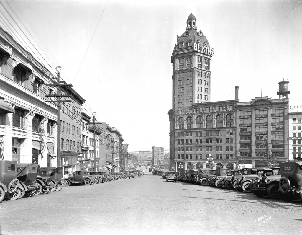 Archival photograph selected by Warin Rychkun for the Merging Time assignment. View of Pender Street east of Cambie Street, showing the Sun Tower, 1927s. Reference code: AM54-S4-: Str N164.