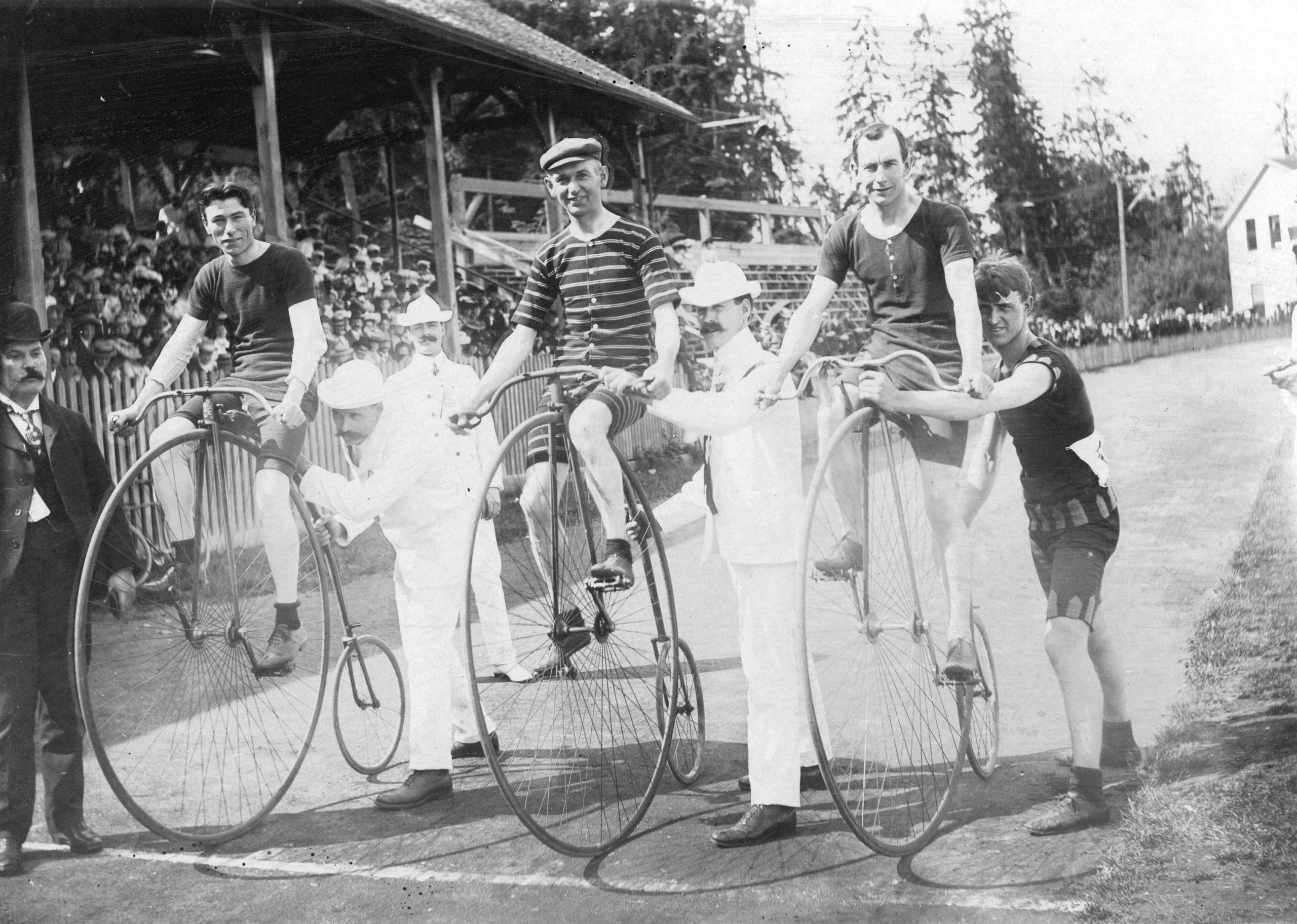 A high wheel bicycle race at Brockton Point. Reference code: AM54-S4-: Sp P57