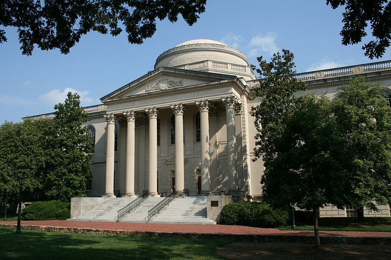 UNC Chapel Hill, Louis Round Wilson Library, which houses the university's archives and special collections. Source: Ildar Sagadejev, CC-BY-SA 4.0, Wikimedia Commons